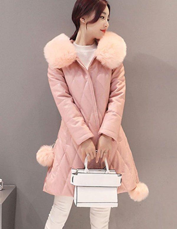 Kiểu áo phao lông cừu dáng dài mang lại cảm giác rất ấm áp