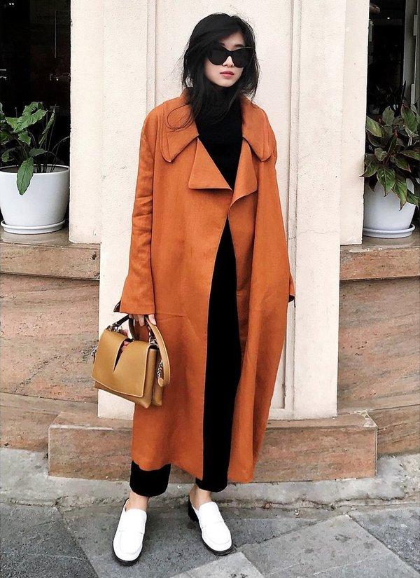 Fashionista Ngô Thái Bảo Loan là 1 trong những tín đồ trung thành với phong cách áo khoác dạ dáng dài duster coat