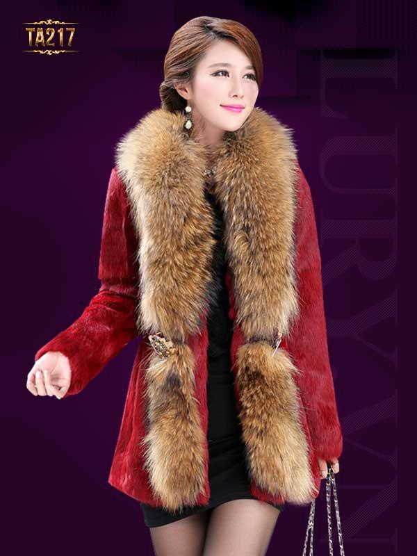 Nếu quý cô còn băn khoăn chưa biết mua áo lông thú ở đâu Hà Nội