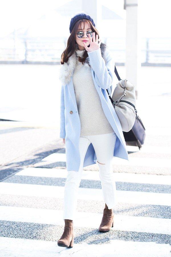 Thành viên xinh đẹp của DSNSD Seohyun làm bừng sáng cả ngày đông khi lựa chọn áo khoác dạ cổ phối long màu xanh da trời